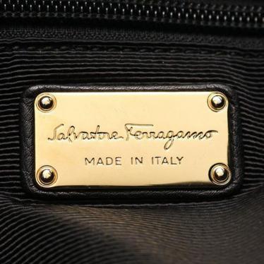 Salvatore Ferragamo・バッグ・ガンチーニ ショルダーバッグ レザー 黒 ロゴ金具