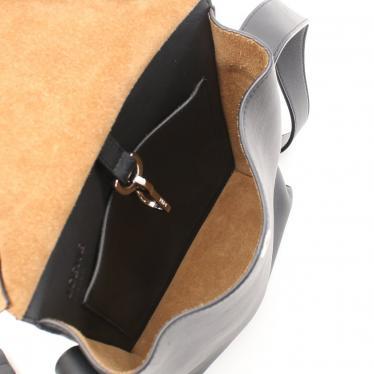 LOEWE・バッグ・Military Pocket Small Bag ショルダーバッグ レザー 黒