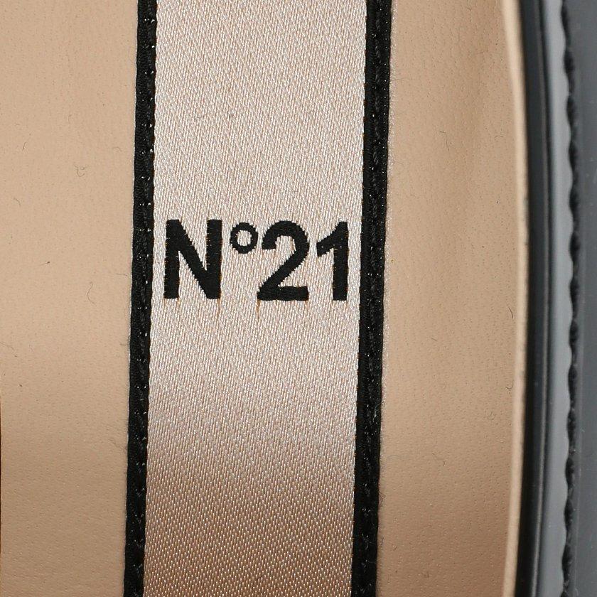 N°21・シューズ・ローファー レザー 黒 ビジュー