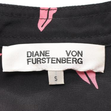 DIANE von FURSTENBERG・ワンピース・Falling Lips ワンピース スキッパーカラー シルク 黒 ピンク