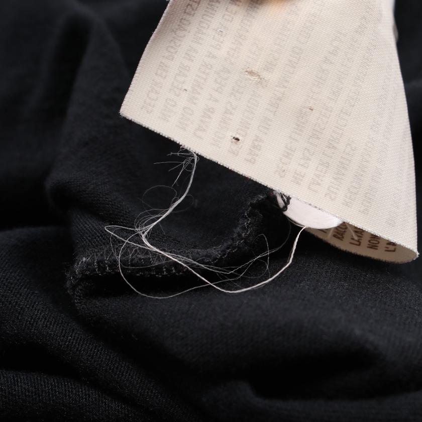 GUCCI・トップス・ Tシャツ カットソー ブラック メタルロゴ